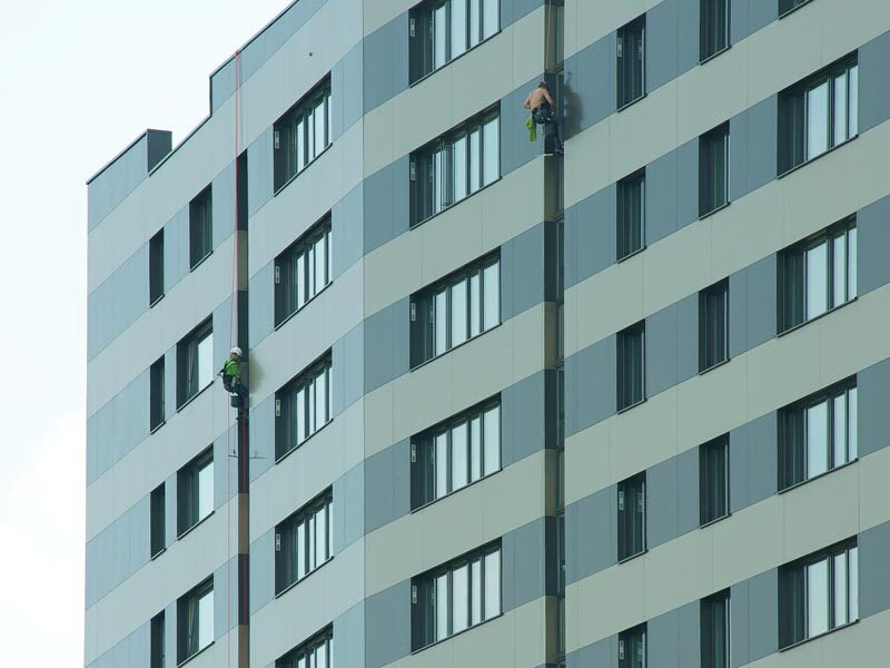 Fassadenreinigung von Heda mit Industriekletterern